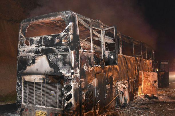 Linja-auto paloi täysin.