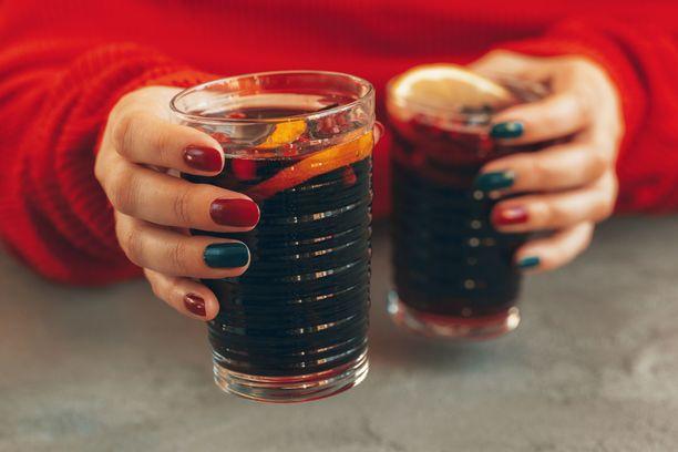 Moni juo glöginsä nykyään alkoholittomana.