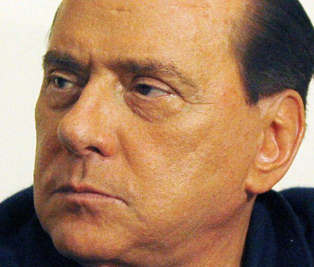 """Silvio Berlusconi puhui itsestään kolmannessa persoonassa. Myös Antiikin Rooman keisari Julius Caesar kirjoitti itsestään """"hänenä"""" kirjassaan Gallian sota."""