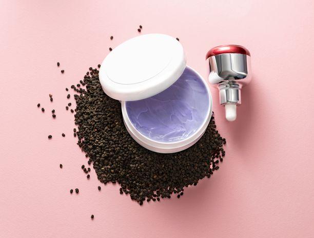Bakuchiol-tuotteet tunnistaa usein hennon liilasta väristään. Kuvituskuva.