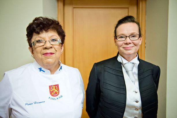 Keittiömestari Pipsa Heismaa ja palveluesimies Berit Mäkinen ovat tehneet koko syksyn töitä Linnan juhlia varten.