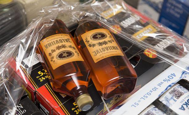 Suomalaisten Virossa tekemät alkoholiostokset ovat vähentyneet alkoholiveron nostamisen jälkeen. Kuvituskuva.