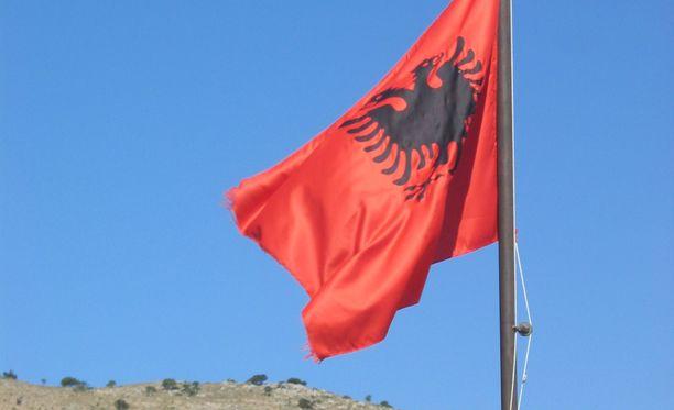 Ryhmä kielteisen turvapaikkapäätöksen saaneita albaanipakolaisia palautetaan Suomesta takaisin kotimaahansa.