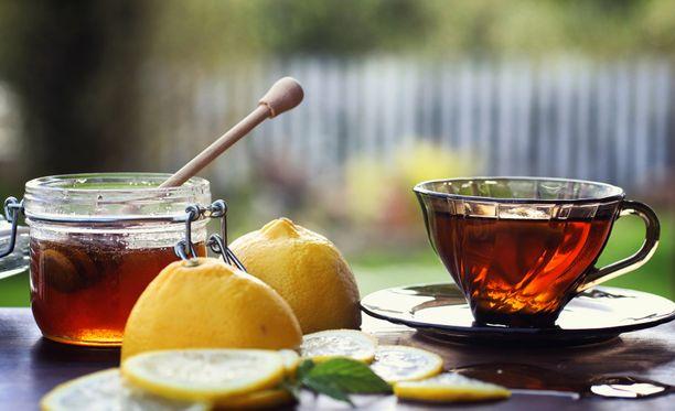 Hunaja voi tehdä hyvää, jos kuiva yskä vaivaa.