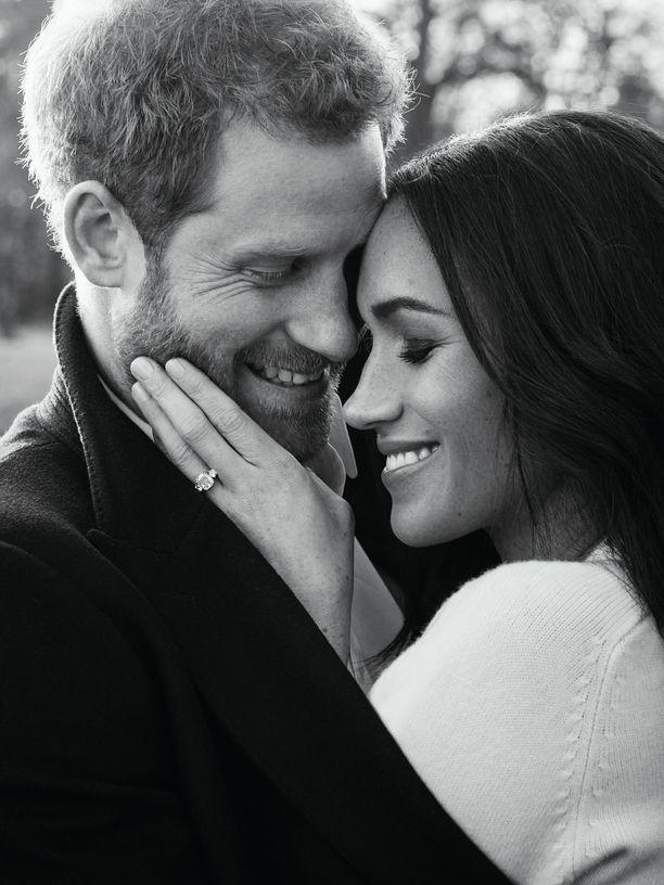 Herttuaparista julkaistiin myös tällainen kuva.