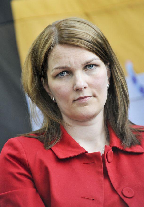 Mari Kiviniemi syytti Mauri Pekkarista takin käännöstä.