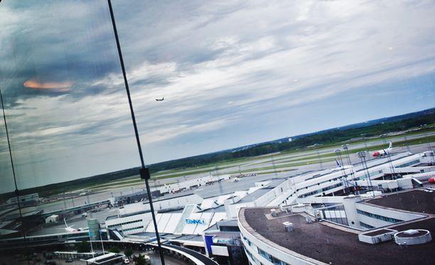 Kone laskeutui Arlandan lentokentälle lauantai-iltapäivänä.