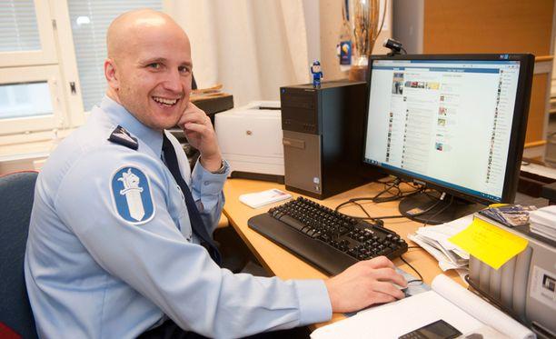 Nettipoliisi Marko Forss saa ilmoituksia nettiselkkauksista päivittäin.