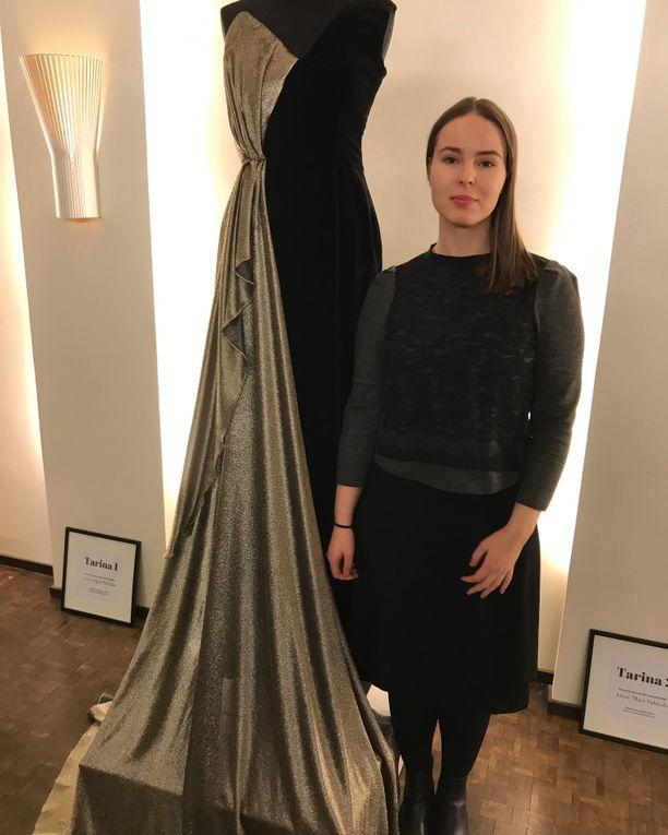 Allianssin puheenjohtaja Elisa Gebhard ja puku, jonka hän pukee Linnan juhliin.
