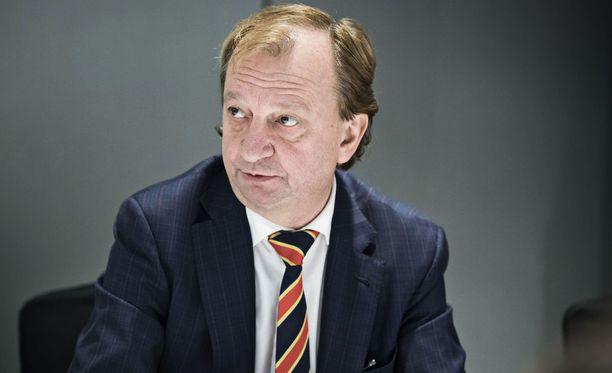 Kansanedustaja Hjallis Harkimo pohtii yrittäjien vaikeuksia Savon Sanomien blogissaan.