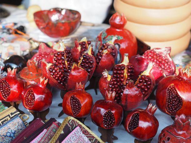 Granaattiomena on armenialaisille hedelmällisyyden ja vaurauden symboli.