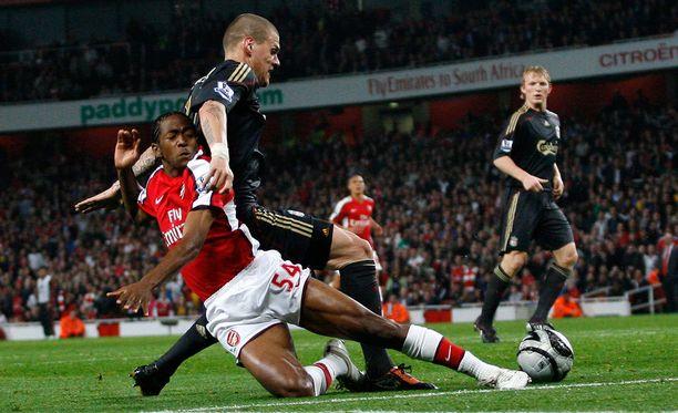 Sanchez Watt pelasi vuosikymmenen alussa muutaman ottelun Arsenalin riveissä.