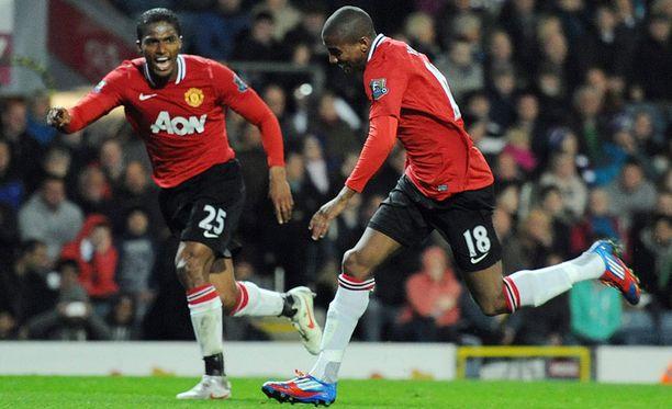 Antonio Valencia ja Ashley Young juhlivat illan toista maalia.