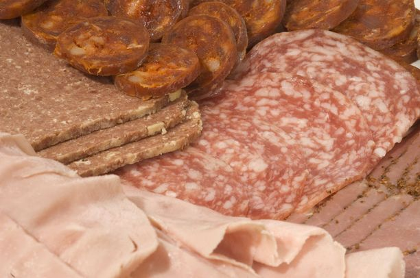 Laillistetun ravitsemusterapeutti Reijo Laatikaisen mukaan arkena jokaiselle leivälle ei tarvitsisi laittaa leikkeleitä.