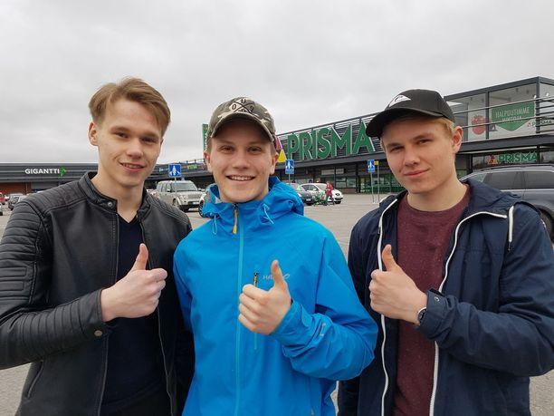 Abit Loimaalta Joni Mattila, Mikko Nurminen ja Jani Mustajärvi kehottavat voittajia kääntymään sijoitusneuvojien puoleen ja nauttimaan myös voitosta.