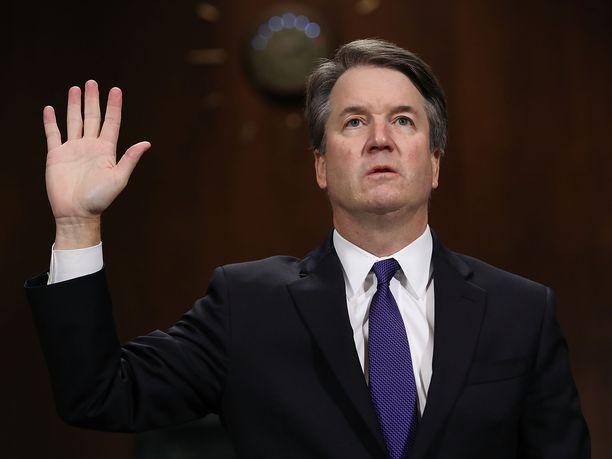 Brett Kavanaugh vannoi Washingtonissa syyttömyyttään seksuaaliseen ahdisteluun.