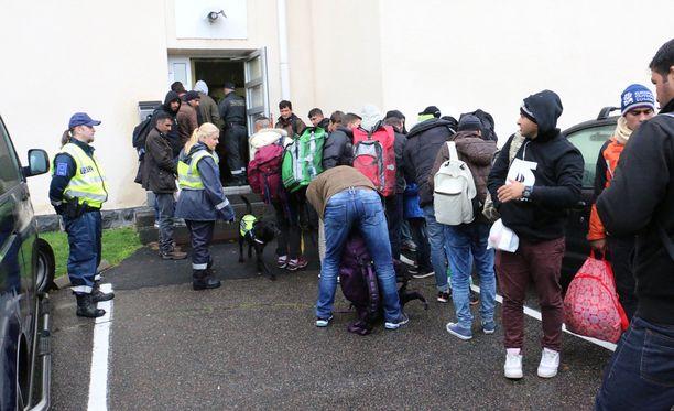 Turvapaikanhakijoita Tornion järjestelykeskuksessa syyskuussa 2015.