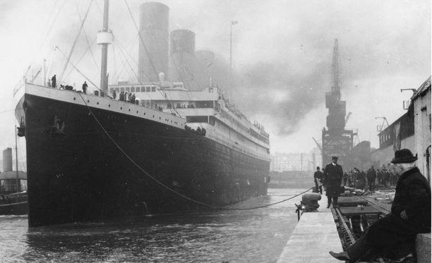 Titanic upposi neitsytmatkallaan vuonna 1912.