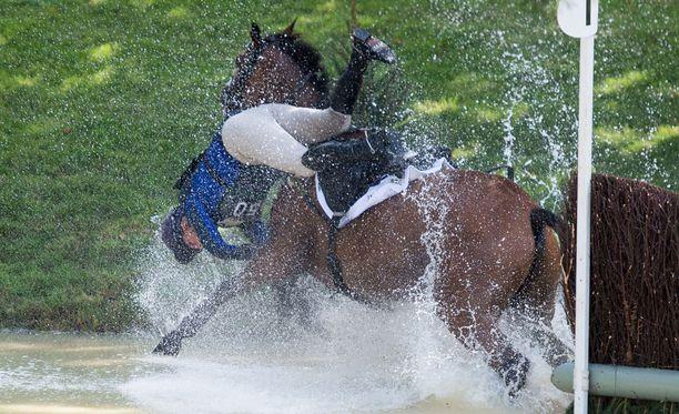 Zara Tindallin ja hänen hevosensa tiet erkaantuivat.