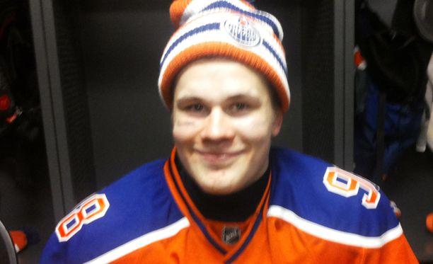 Jesse Puljujärvi oli illallisella Oilers-legendojen kanssa.