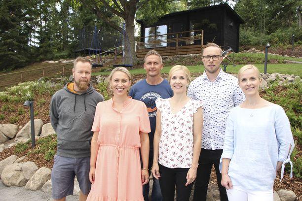 Illan jaksossa Jani, Kati ja Teemu loihtivat joukkoineen Lindalle, Niklakselle ja Sonjalle todellisen kesäparatiisin, jossa kaikkien kolmen perheet voivat viettää yhdessä laatuaikaa.