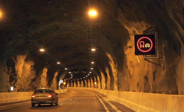 Vuosaaren tunnellissa seikkaili päihtynyt mies.