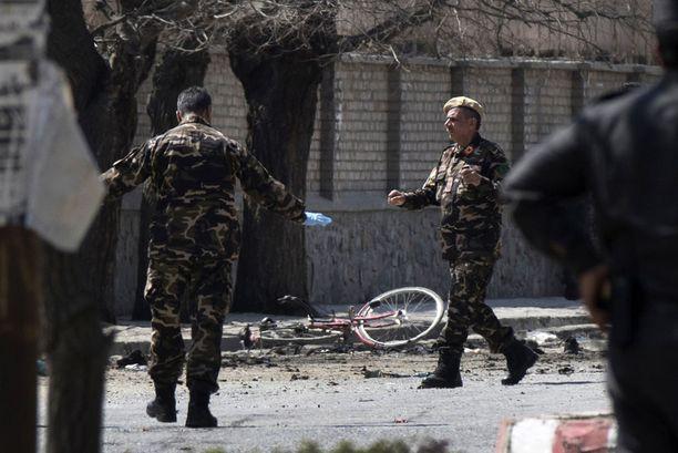 Afganistanissa on kuollut ennätysmäärä siviilejä alkuvuodesta. Kuva maaliskuulta 2018, jolloin ainakin 26 ihmistä kuoli iskussa shiiamuslimien rukoushuoneeseen Kabulissa.