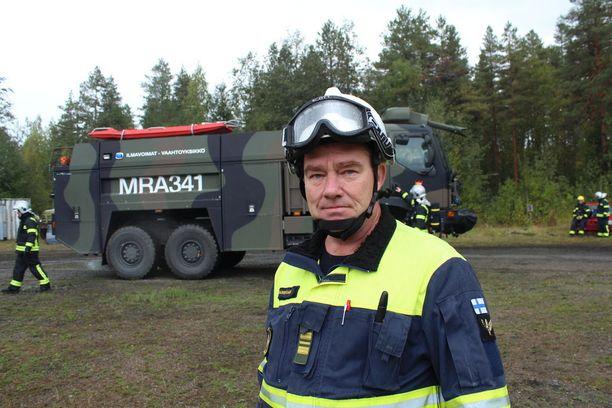 Tikkakosken sotilaspalokunnan palopäällikkö Marko Salo.