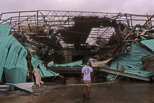 Rakennukset romahtivat hurrikaanin voimasta.