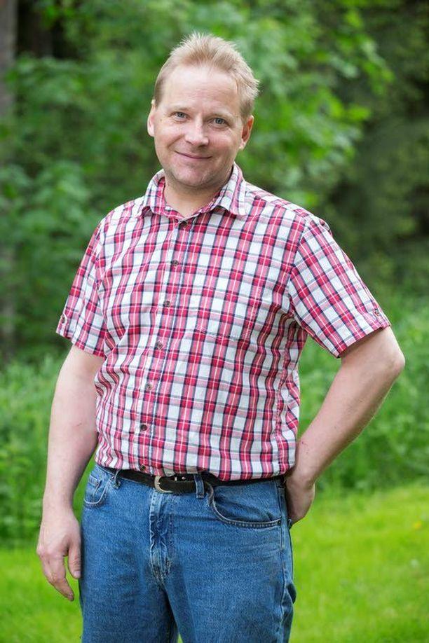 Karri Ollila pelasti kuljettajan palavasta autosta viime hetkellä.