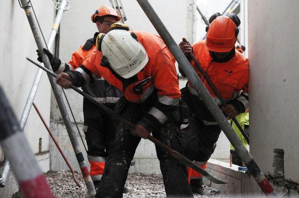 SAK:n ja ammattiliitto Pron mukaan Suomen Yrittäjät kannustaa yrityksiä laittomuuksiin, jos nämä maksavat työntekijöidensä puolesta työttömyyskassamaksut YTK:hon.