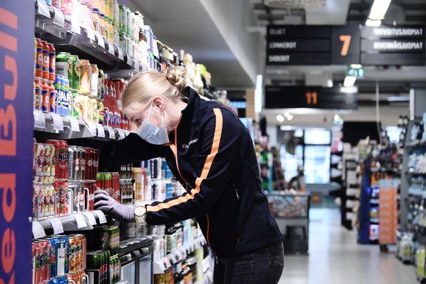 Kaupassa ostoksilla käyminen on THL:n koronariskiarvion mukaan matalan riskin tapahtuma.