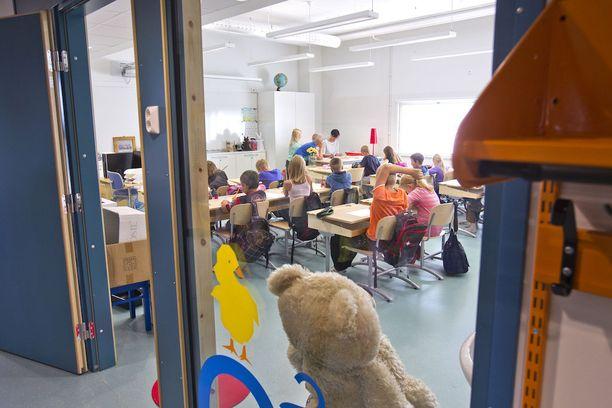 Tuoreet valtuutetut saavat päättää kesäkuusta alkaen muun muassa koulujen opetusryhmien koosta.