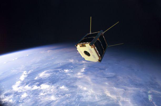 Havainnekuva Suomi 100 -satelliitista avaruudessa. Vielä ei tiedetä, milloin suomalaisrakenteinen satelliitti lopulta pääsee matkaan.