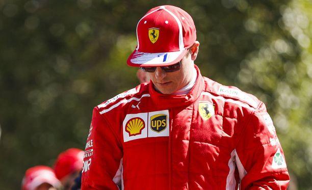 Vuonna 2001 F1:ssä debytoinut Kimi Räikkönen saa suitsutusta ex-mestari Damon Hilliltä.