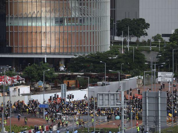 Hongkongissa varaudutaan joka vuosi 1. heinäkuuta järjestettävään demokratiamarssiin, josta arvellaan jatkoa viime viikkojen mielenosoituksille.