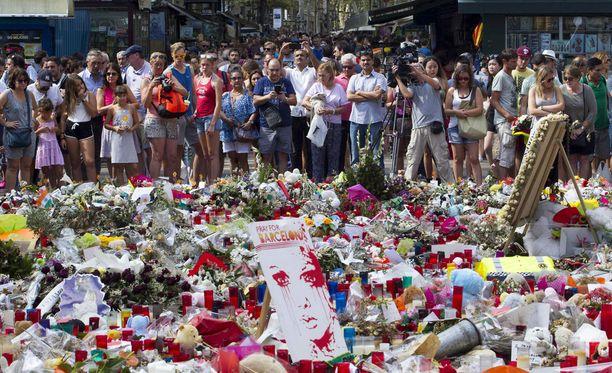 Marokkolaisterroristien hyökkäyksessä Barcelonan La Ramblalla 17.8. sai surmansa 14 ihmistä. Yli 130 loukkaantui. Nuorin kuolleista oli 7-vuotias lapsi.