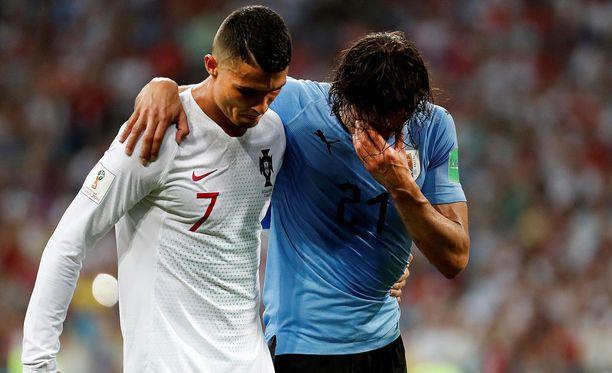 Ronaldo auttoi lopulta Cavanin pois kentältä.