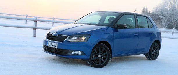 Škoda Fabian näyttää tyylikkäältä ja todellisia mittojaan isommalta.