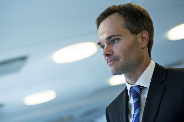 Sisäministeri Kai Mykkäsen mukaan ensi vuonna poliisin toiminnan painopistettä on tarkoitus siirtää entistä enemmän ennaltaehkäisyyn.