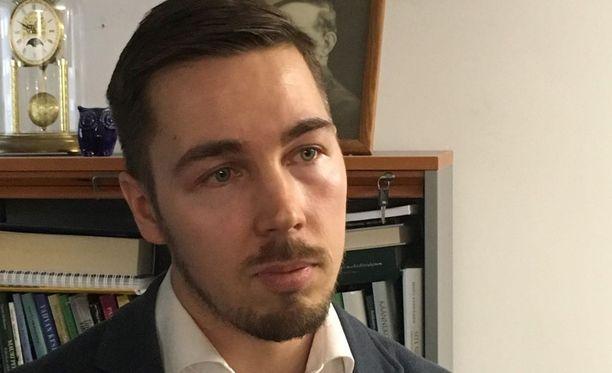 Jirka Hakala lähtee mukaan tavoittelemaan keskustan puoluesihteerin paikkaa.