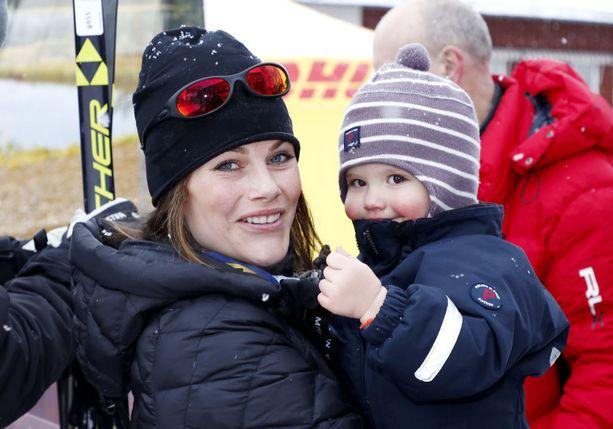 Prinsessa Sofialla oli prinssi Alexander sylissään hymy herkässä 30 kilometrin hiihdon jälkeen.