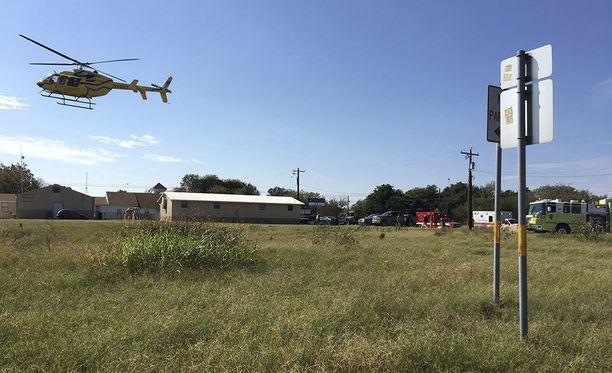 ABC News -uutiskanavan mukaan viranomaiset ovat vahvistaneet Texasin kirkkoampujaksi 26-vuotiaan Devin Kelleyn.