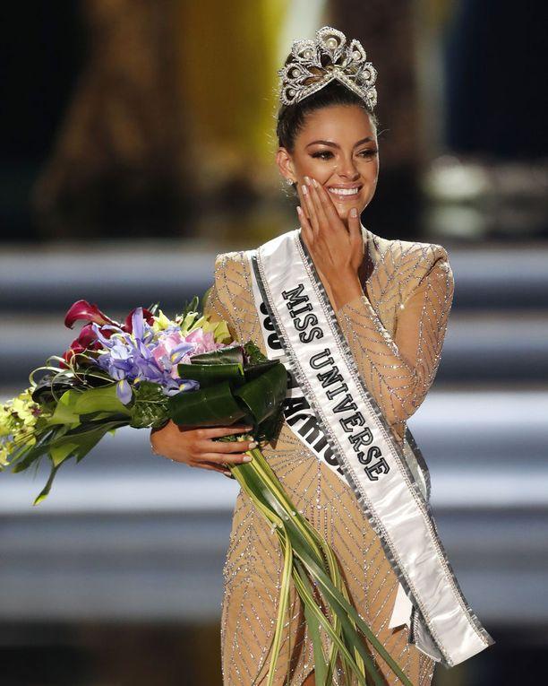 Miss Universum Demi-Leigh Nel-Peters on tuore Miss Universum.