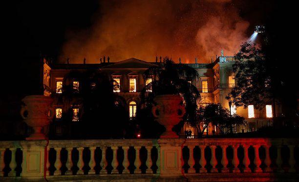 Brasilian historiallisesti arvokkaassa kansallismuseossa syttyi valtava tulipalo sunnuntai-iltana.