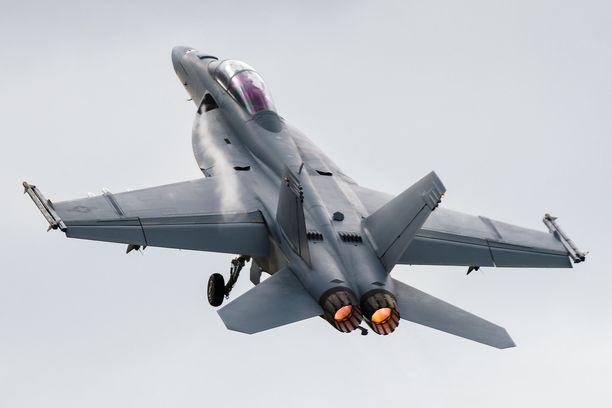 Boeing F/A-18F Super Hornet lentonäytöksessä 2016