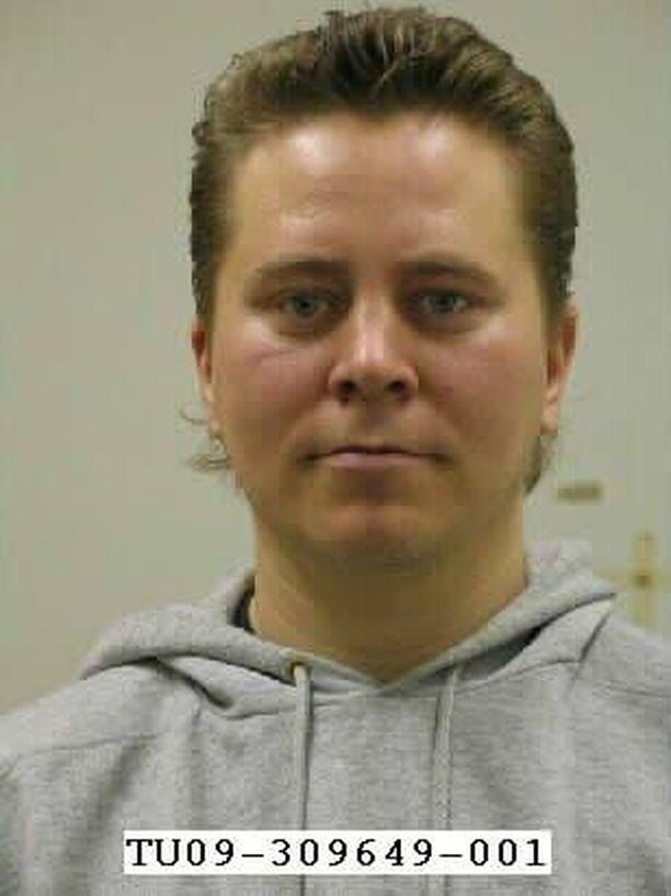 Entisen puolisonsa äidin surmannut Pekka Luukkonen on karannut vankeushistoriansa aikana kolmesti.