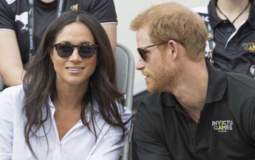Suits-näyttelijä Meghan Markle kertoi Vanity Fairin syyskuun numerossa olevansa prinssi Harryn kanssa. Olemme pariskunta. Olemme rakastuneita.