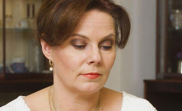 Timo T.A. Mikkosen vaimo Nina Mikkonen tunnustaa, että rankka syksy tuntuu jo väsymyksenä.