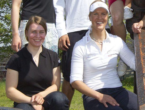 Tuula Tenkanen (vas.) ja Sari Multala kävivät kiivasta kilpailua purjehduksen laser radial -luokassa.